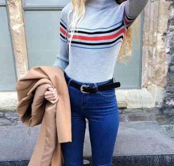 90s Outfit: gray striped turtleneck sweater, skinny jeans, black belt, light brown coat #outfitideas #fashion #retro #dailylook
