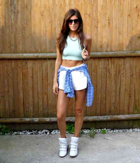 90s Outfits: light blue halter crop top, white shorts, blue lumberjack shirt, white booties, necklace, sunglasses #outfitideas #blue #girl #teen