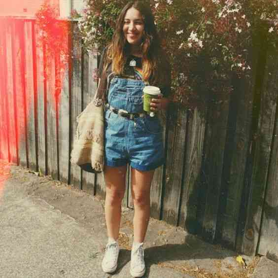 90s Outfit: denim overall shorts, black t-shirt, white sneakers, brown and beige handbag, black belt #outfit #90s #retro #teen