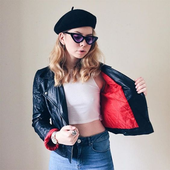 90s Outfit: red and black faux leather jacket, white top, high waisted jeans, watch, sunglasses, black beret, earrings #outfitoftheday #90s #dailylook #fashion