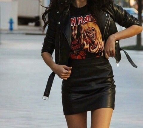90s Outfits: black faux leather jacket, black t-shirt, black faux leather mini skirt #outfitideas #rock #girl #black
