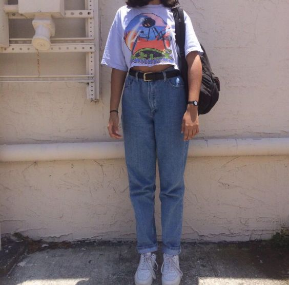 90s Outfit: white t-shirt, mom jeans, black belt, black bag, white sneakers, bracelets #outfitoftheday #teen #school #retro