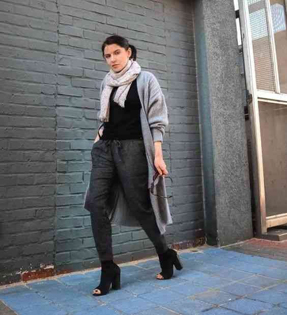 90s Outfit: black shirt, gray longline cardigan, beige scarf, dark gray pegged pants, black ankle boots #outfitideas #brunette #girl #look