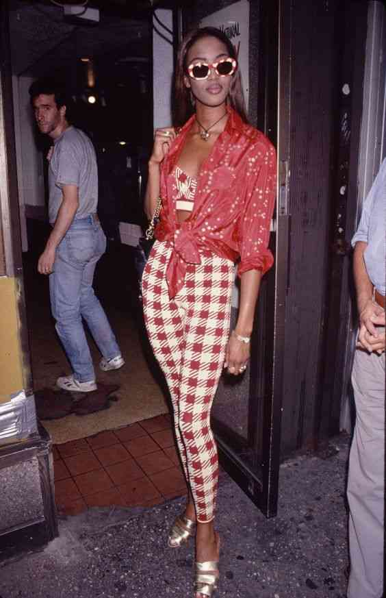90s Outfit: red and white shirt, red and white bralette, red and white checked skinny pants, golden heels, necklace, sunglasses, bracelet #outfitideas #red #look #90s