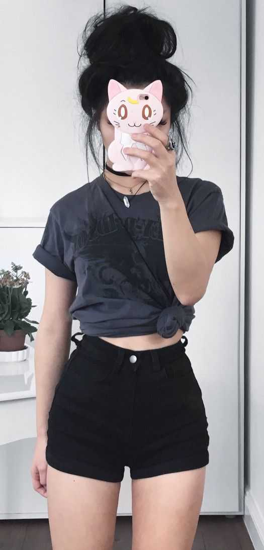 Aesthetic Outfits: dark gray knot t-shirt, black shorts, choker #outfitoftheday #hairstyle #brunette #cute