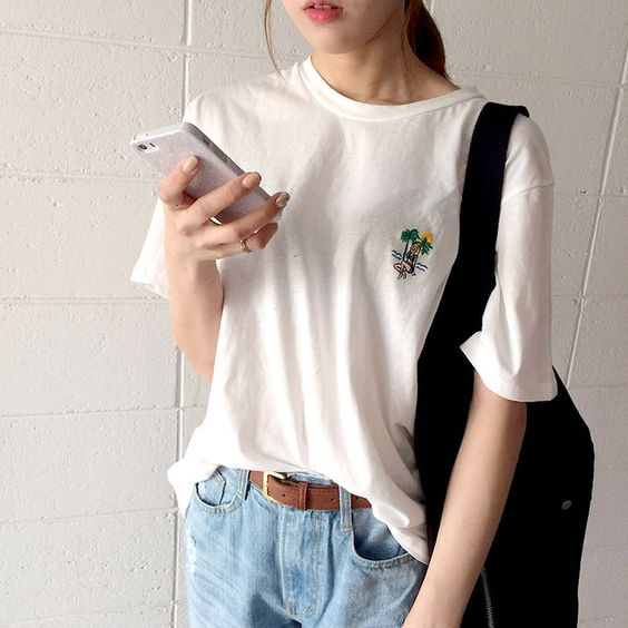 Aesthetic Outfits: white t-shirt, mom jeans, camel belt, black bag #outfitideas #casual #girl #school