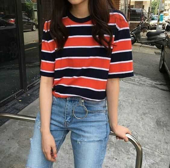 Aesthetic Outfits: black, white and red striped t-shirt, ripped jeans #outfit #girl #brunette #fashion