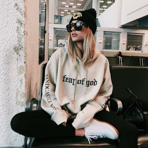Aesthetic Outfits: beige hoodie, black leggins, white sneakers, black winter hat, sunglasses #outfit #girl #teen #casual