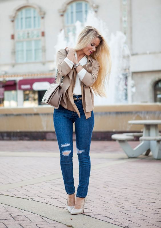 Business Casual Outfits: beige jacket, white long sleeve v-neck top, ripped jeans, nude scarpin shoes, beige belt, beige bag, watch #outfitideas #blonde #work #urban