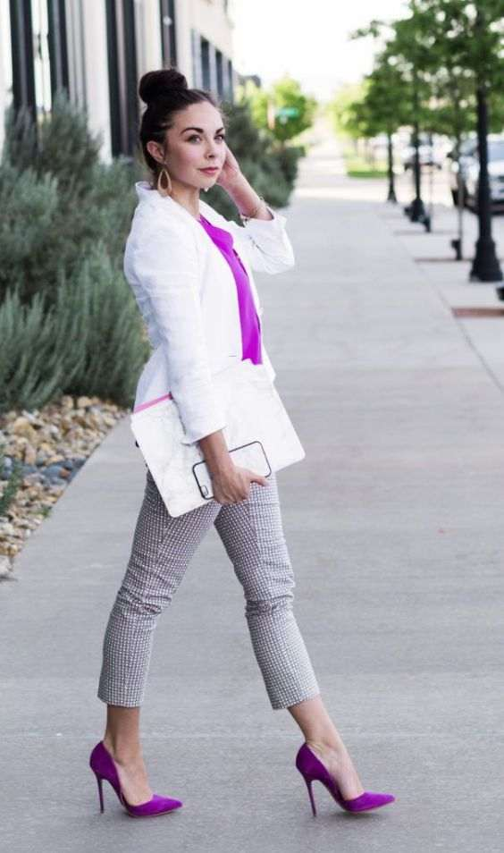 Business Casual Outfits: white shirt, fuchsia bow, black and white capri pants, fuchsia scarpin shoes, white purse, earrings, bracelets #outfit #fuchsia #brunette #makeup