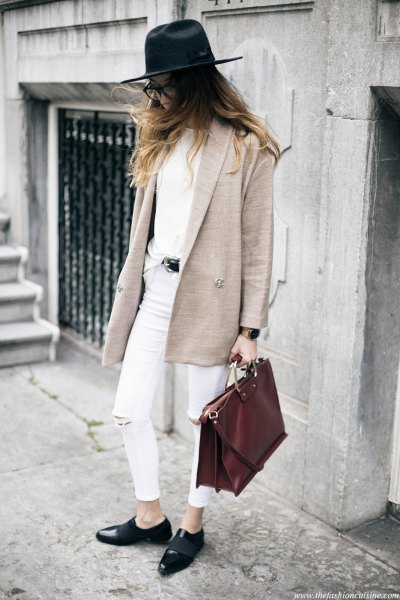 Business Casual Outfit: beige coat, white top, white ripped jeans, black mocassins, black hat, brown handbag, black belt, watch #outfitideas #glasses #look #fashion