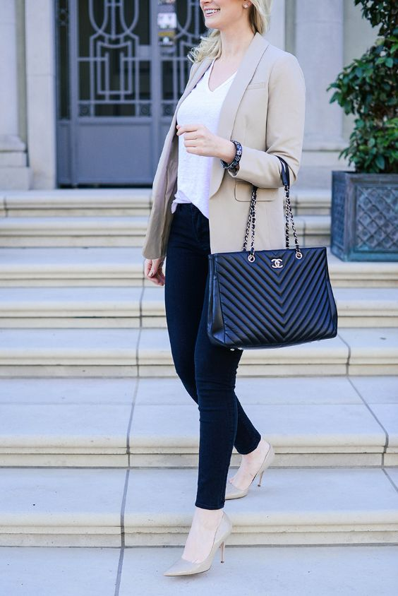 Business Casual Outfits: beige blazer, black skinny jeans, black handbag, nude pump shoes, white v-neck top, pearl earrings, bracelet #outfit #woman #work #fashion