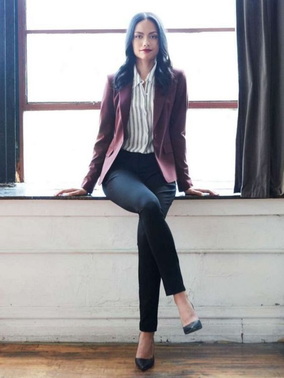 Business Casual Outfits: wine blazer, gray and white striped shirt, black skinny pants, black heels #outfitideas #brunette #trendy #makeup