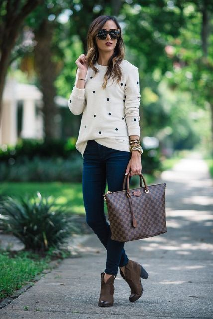 Casual Outfits: black and white sweater, skinny jeans, brown booties, brown handbag, sunglasses, watch, bracelets #outfit #brunette #girly #women