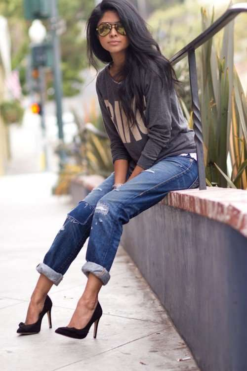 Casual Outfit: gray sweater, ripped jeans, black heels, sunglasses #outfit #brunette #longhair #casual