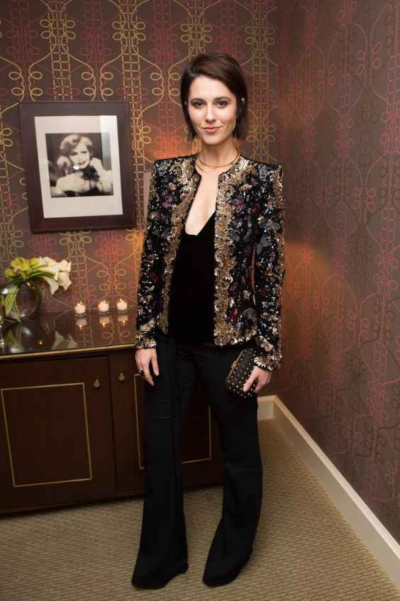 Club Outfits: black and golden sequin blazer, black v-neck top, black bootent pants, necklace, black purse #outfit #black #fashion #club