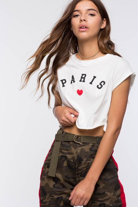 Crop top Outfits: White crop top, army cargo pants, olive green cloth belt, choker #outfitodtheday #casual #sport #fashion