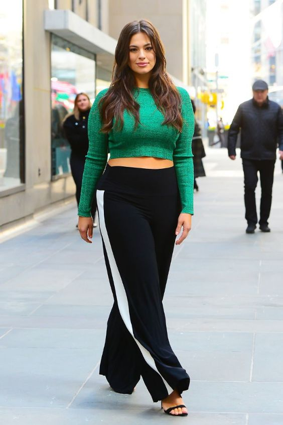 Date Night Outfits: green long sleeve crop top, black and white palazzo pants, black heel sandals #outfitideas #longhair #brunette #fashion