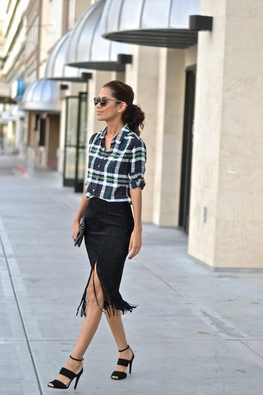 Date Night Outfits: black and white lumberjack shirt, black tube skirt, black heel sandals, sunglasses, black purse #outfitideas #woman #fashion #brunette