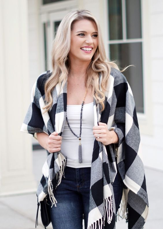 Date Night Outfit: black and white checked wool blanket poncho, white top, skinny jeans, necklace #outfit #blonde #dailylook #makeup