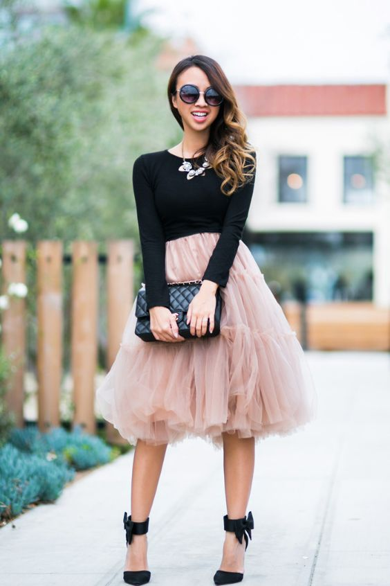 Date Night Outfit: black long sleeve top, pink tulle skirt, black ankle strap heels, black purse, sunglasses, necklace #outfitideas #pink #smile #trendy