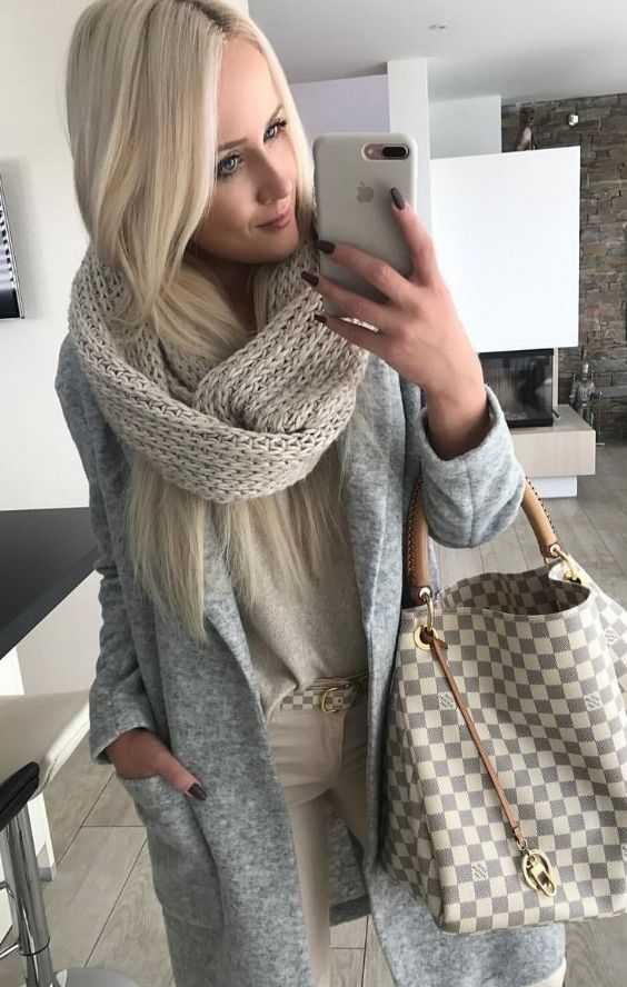 Fall Outfits: beige scarve, gray longline cardigan, beige blouse, beige skinny pants, beige and gray handbag #outfitoftheday #fall #trendy #dailylook