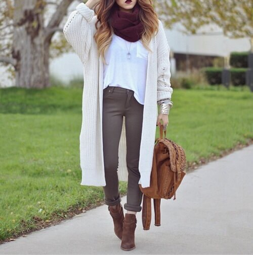 Fall Outfit: beige longline cardigan, white shirt, wine scarve, brown skinny pants, camel booties, camel bag #outfitoftheday #look #school #fall