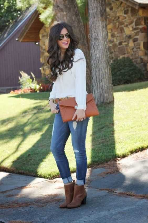 Fall Outfit: white long sleeve blouse, ripped jeans, brown booties, brown purse, sunglasses #outfit #brunette #fashion #trendy