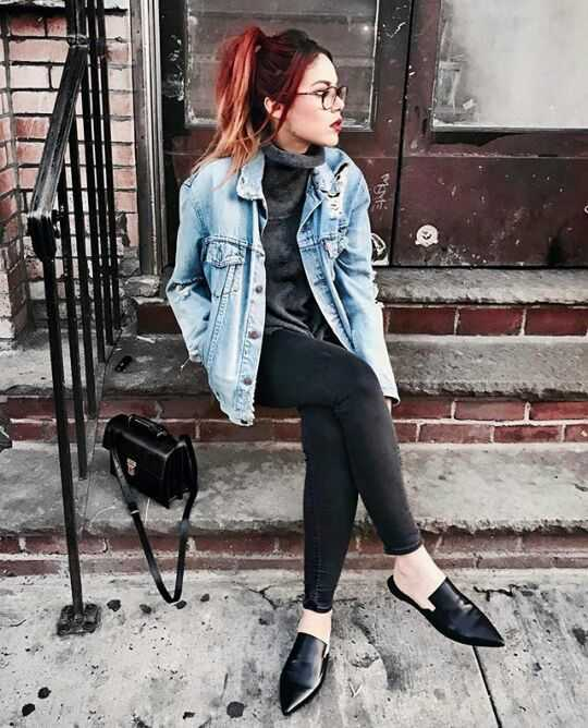 Grunge Outfit: denim jacket, gray turtleneck top, black skinny jeans, black flat pumps, black crossbody bag #outfitideas #girl #hair #trendy