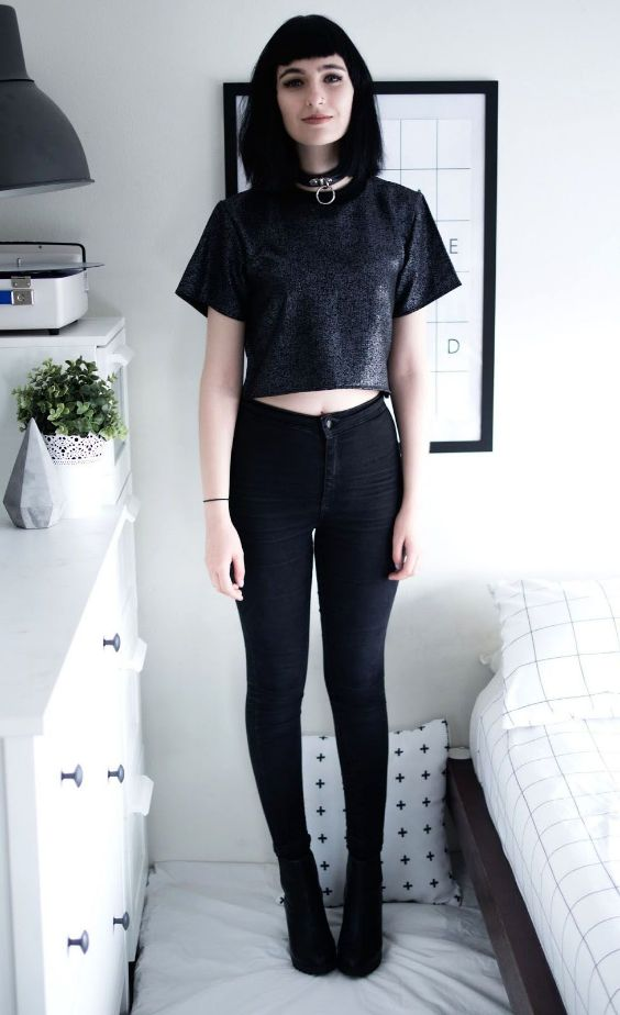 Grunge Outfits: black crop top, black skinny jeans, black booties, choker #outfitideas #blackhair #black #grunge