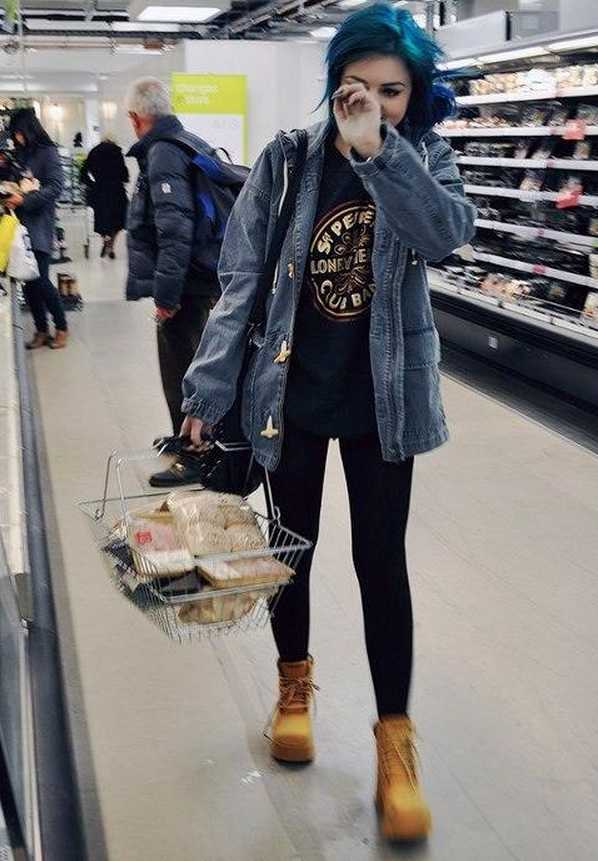 Grunge Outfits: denim jacket, black t-shirt, black leggins, camel army boots, black crossbody bag #outfit #bluehair #grunge #girl