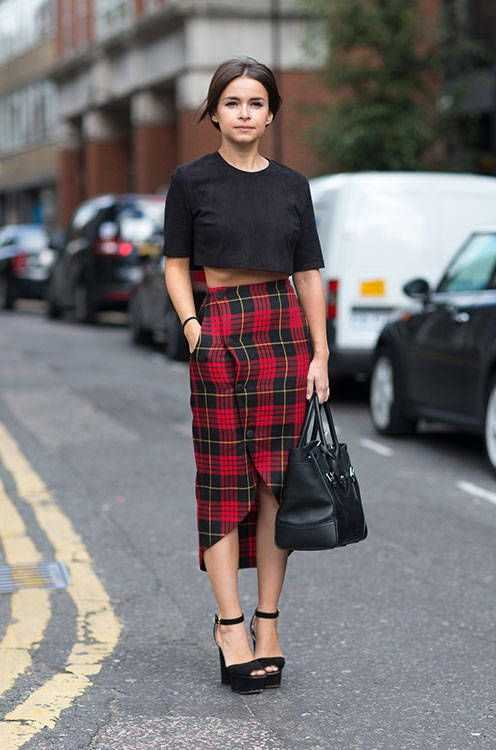Grunge Outfits: black short sleeve crop top, asymmetric checked skirt, black chunky heels, black handbag #outfitideas #women #grunge #dailylook