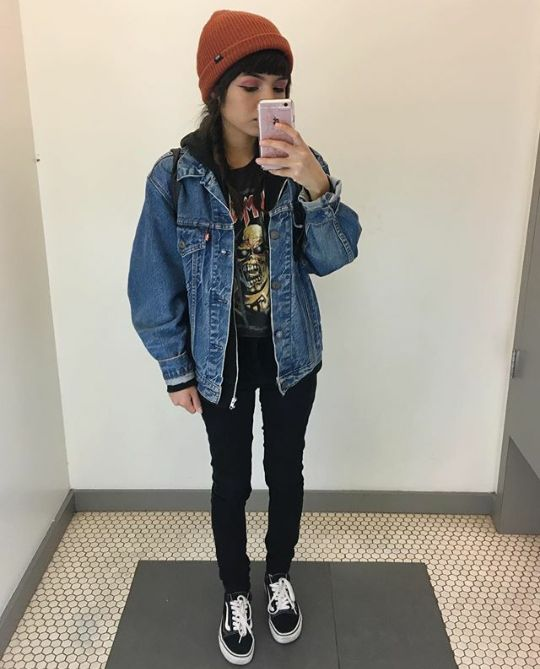 Grunge Outfits: denim jacket, black skinny jeans, black shirt, black and white sneakers, orange winter hat #outfitideas #grunge #teen #cute