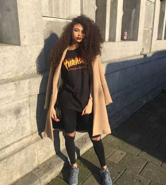 Grunge Outfits: camel longline coat, black shirt, black ripped jeans, gray sneakers, black crossbody bag #outfitideas #hairstyle #fashion #grunge