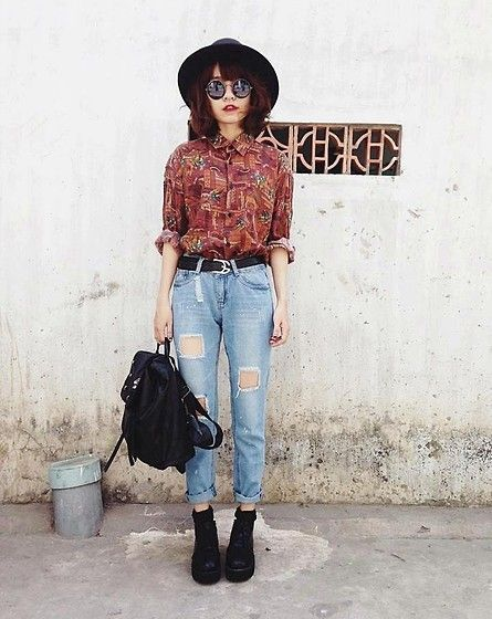 Hipster Outfit: brown shirt, ripped mom jeans, black martens shoes, black socks, black handbag, black wide brim hat, sunglasses #outfitoftheday #makeup #hipster #girl