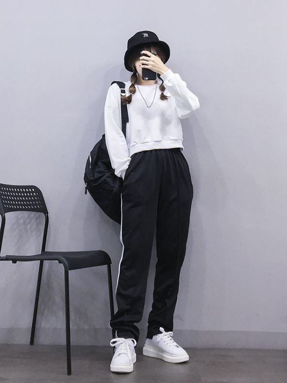 Hipster Outfits: white sweatshirt, black and white sweatpants, white sneakers, black hat, black bag, necklace #outfit #blackandwhite #girl #sports