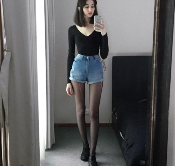 Hipster Outfits: black long sleeve v-neck top, denim high waisted shorts, black tights, black martens shoes #outfitoftheday #shorthair #hipster #black