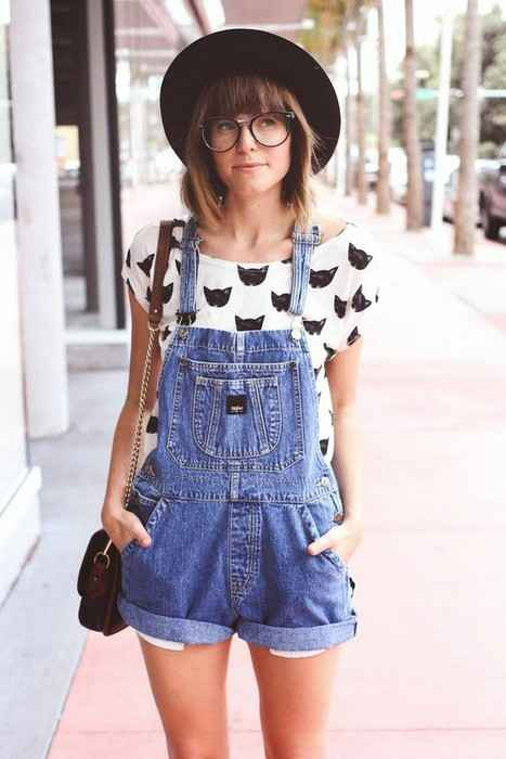 Hipster Outfits: black and white cat print top, denim overall shorts, black sun hat, black crossbody bag #outfit #hipster #glasses #trendy