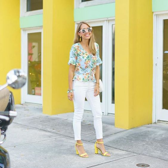 Interview Outfits: sky blue floral v-neck top, white skinny pants, yellow heel sandals, bracelets, earrings, sunglasses #outfitideas #floral #interviewoutfit #blonde