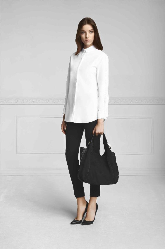 Interview Outfit: white long sleeve shirt, black skinny pants, black pump heels, black handbag #outfitideas #blackandwhite #minimalist #chic
