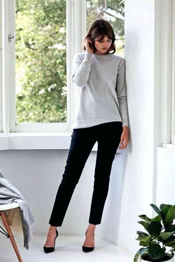 Interview Outfit: gray sweatshirt, black skinny pants, black heels #outfitideas #shorthair #brunette #chic