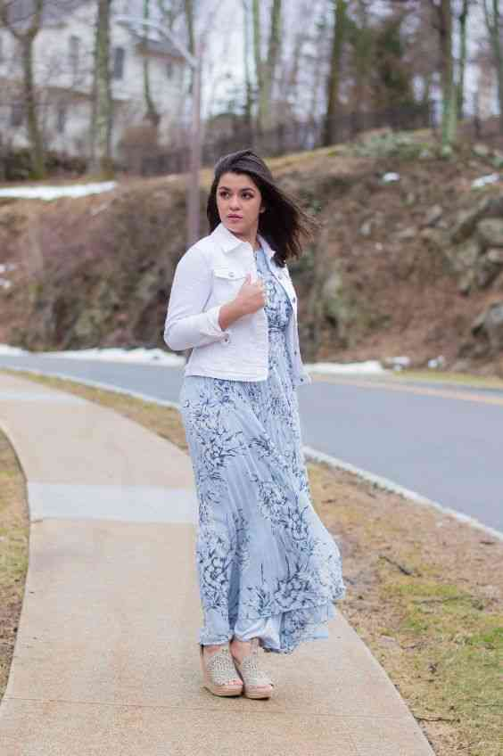 Interview Outfits: white jacket, blue floral maxi dress, beige ankle boots #outfitoftheday #brunette #fashion #dress