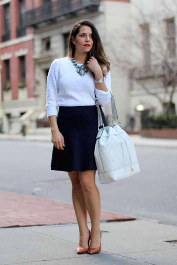 Interview Outfits: white sweatshirt, navy blue skirt, nude pump shoes, white handbag, necklace, watch #outfitideas #work #brunette #fashion