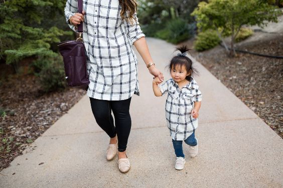 Mommy And Me Outfit: black and white half sleeve shirt, skinny jeans, white slip-on shoes, white sneakers, black bag #outfitoftheday #cute #mommy #baby