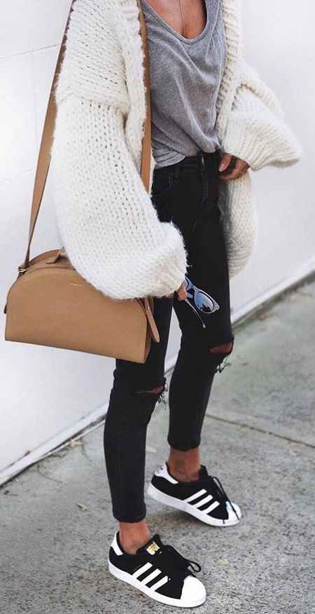 Outfits for school: white crochet cardigan, gray shirt, black ripped jeans, black and white sneakers, camel crossbody bag, sunglasses #outfit #teen #look #trendy