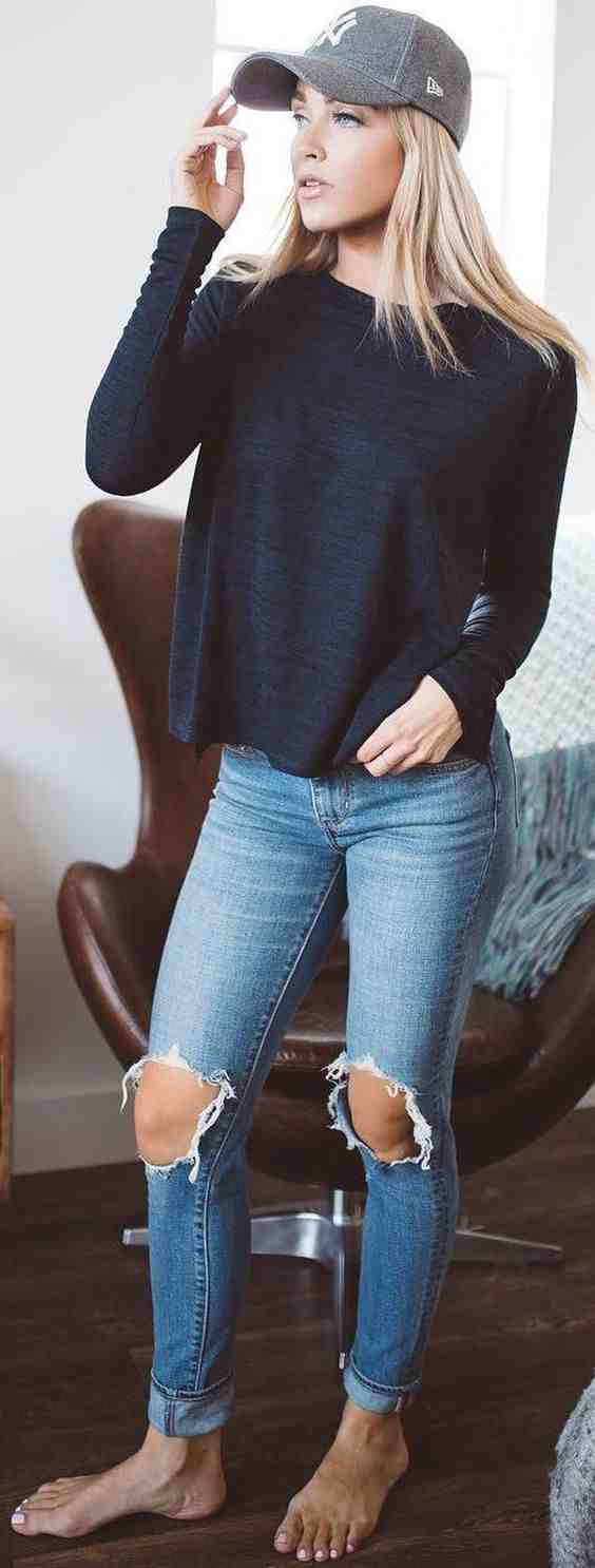 Outfits for school: navy blue sweatshirt, gray cap, ripped jeans #outfitideas #blonde #cap #girl