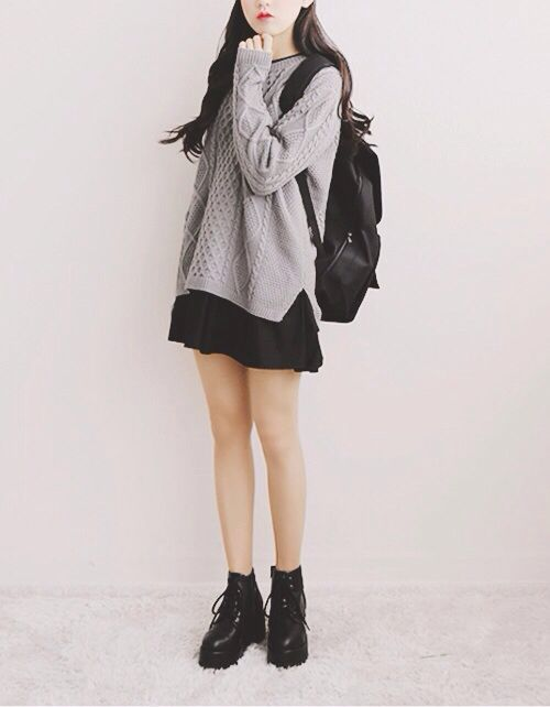 Outfits for school: gray sweater, black skirt, black army boots, black bag #outfit #school #brunette #teen