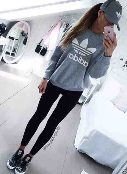 Outfits for school: gray sweatshirt, black leggins, black and white sneakers, gray cap #outfitideas #gray #girly #fashion