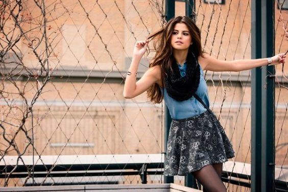 Outfits for school: light blue sleeveless shirt, gray floral skirt, black tights, black scarf, bracelet #outfit #teen #school #trendy
