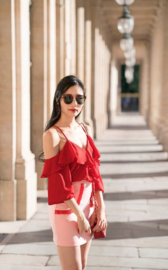 Pink Outfits: red spaghetti strap ruffle blouse, pink and red tube skirt, red crossbody bag, sunglasses #outfitideas #red #makeup #brunette